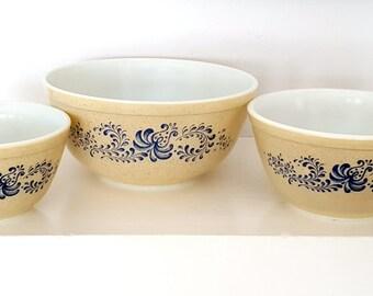 Pyrex Mixing Bowls, Homestead Pattern, Set of 3 Pyrex Bowls, Retro Kitchenware