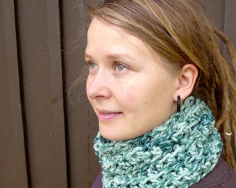 Chunky Wool Cowl, Aqua Blue Green Tube Scarf, Natural Wool Silk Winter Cowl, Crochet Tube Scarf, Variegated Turquoise Winter Scarf Boho Cowl