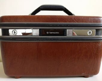 Vintage Brown Train Case.
