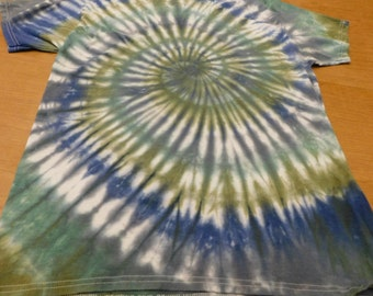 hand dyed unisex tie dyed t-shirt, size adult large, clothing, hippie, tie dye