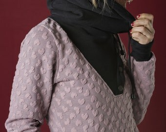 HOODIE/ SWEETSHIRT with low necklines and convertible collar hood and coat, crossed at the neckline, buttoned with four hooks on the side.