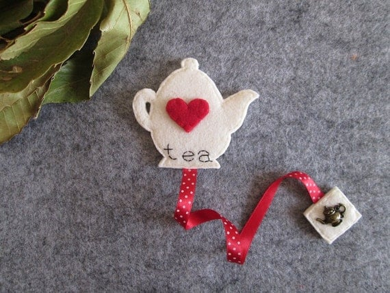 Teapot bookmark; Felt bookmark; Tea bookmark; Gift for Readers; Stocking stuffers; Party favors; Christmas gift; Planner accessories.