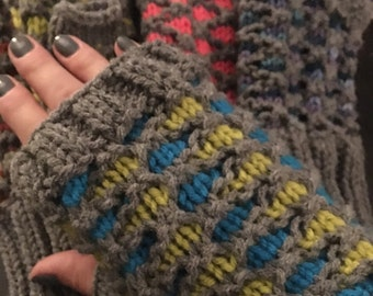 Honeycomb Handwarmers - Knitting Pattern