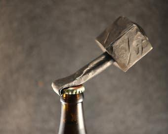 Flaschenöffner aus massivem Stahl
