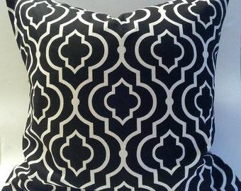 Black and White Pillow Cover. 18x18.Quatrefoil pattern.Moroccan design.