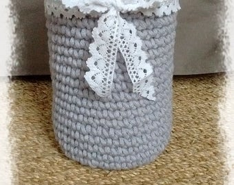 Cylindrical vase cover crocheted