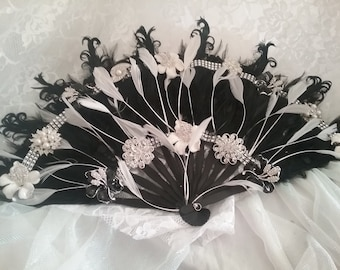 Fan Feather Bouquet, Fan Bouquet, BLack and White Fan Bouquet, Brooch Fan Bouquet, Brooch Bouquet, Black and White Wedding Ideas, Bridal