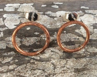 Copper studs.Open circle stud.Silver and copper earrings.Hammered copper studs.Geometric copper earrings.Minimalistic studs.Infinity studs