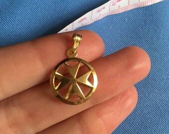 18ct Maltese cross pendant