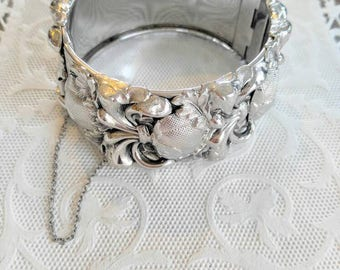 STUNNING Silver Bracelet in a Fleur De Lis Style-Thick with Hidden Clasp and Safety Chain-Highly Textured Details,Vintage, Bangle-99c Ship