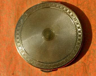 Vintage Large Gold Tone Kigu Powder Compact 1950s