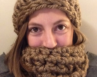 Chunky Crochet Cowl and Hat - Green