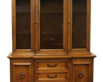 CENTURY FURNITURE Neoclassical 64″ Lighted China Cabinet