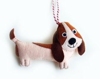 Basset Hound felt Ornament, Dog Felt Ornament, Gift for Dog Lover, Christmas Tree decor, Wall Hanging, Hound Dog Plush, Gift Topper