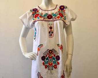WHITE MEXICAN MiNi DRESS, Tehuacan, made in Mexico, Boho dress, Beach Dress, hand embroidery Dress
