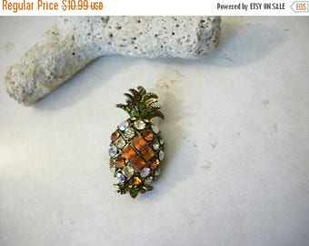 ON SALE Vintage 1930s Amber Clear Olive Pineapple Rhinestone Pin 5717