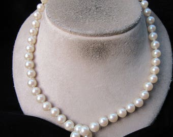 Vintage Floral Clasped Off White Faux Pearl Necklace
