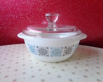 Vintage Pyrex 1960's Chelsea pattern small dish and lid. Kitchenalia