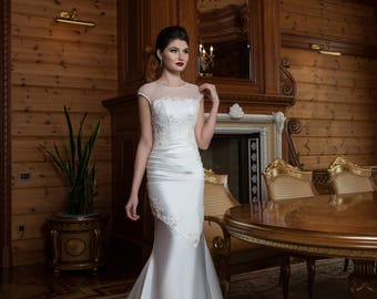 Attractive Mermaid/Trumpet Handmade Wedding Dress Decorated with Embellishments, Illusion Neckline, Buttons on the Back, Lace Up, Train