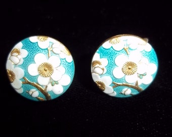 Pair of Screw On Earrings Silver Mechanism Made in Japan Signed White Daisy Flower Blue Background