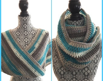 Light and warm infinity mobius scarf. This type of scarf is characterized by the fact that it forms an X