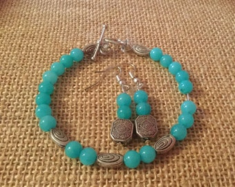 Beaded beacelet and earring set.