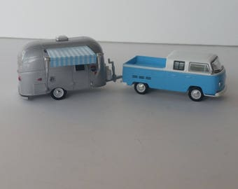 1968 Volkswagen Type 2 Double Cab PU Pulling A Airstream Bambi Glamper Camper 1/64 Scale Die Cast Metal Adult Collectible Diorama Supply