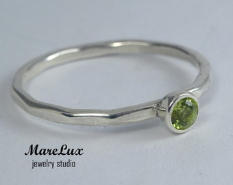 Earth Mined Peridot Silver Faceted Ring, 3 mm Green Peridot Stacking 925 Silver Ring, Birthstone Round Cut Peridot Engagement Stackable Ring