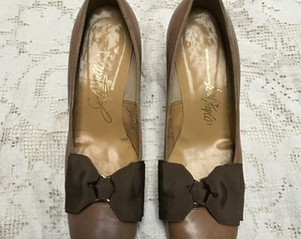 Taupe leather Juliarelli for Lord & Taylor vintage 60's shoes