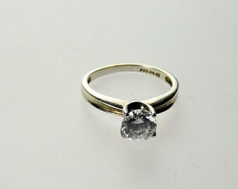 SILVER RING 925 With Quartz Round Stone