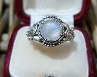 Vintage 925 sterling silver ring,ethnic, moonstone, size o