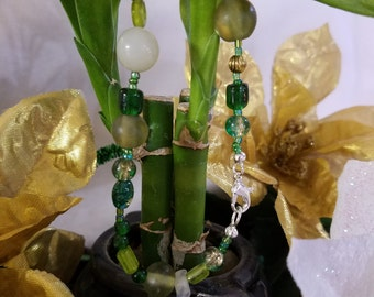 Green glass beaded bracelet