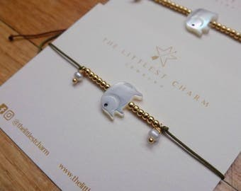 Elephant bracelet with nacre shell charm, gold plated balls and two mini freshwater pearls on color string. Available in various colors