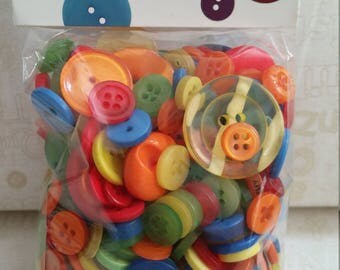 Buttons Galore - Perfect for Embellishment - Crayon Box