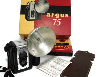 Vintage Argus Camera Old Argus Seventy-five Camera Argus 75 Complete Flash Camera Kit Black Bakelite Camera w/Strap, Flash Attachment & Box