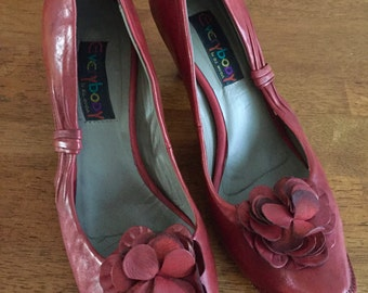 Red Antiqued Leather Elphin Pumps with Upturned Toe.  Size 41, fits 9 1/2M