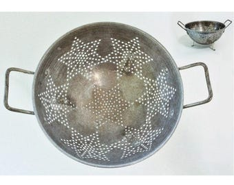 Large Vintage Aluminum Colander with Perforated Star Pattern, Three Legs, Handles
