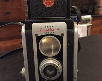 Vintage 1940s camera - Kodak Dualflex II