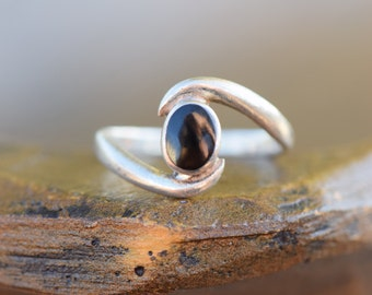 Black Enamel Oval Swirl Silver 925 Solitaire Ring, US Size 7.75, Used