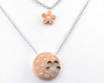 Unique pendant featuring 2 wearable items.