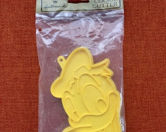Vintage 70s Yellow Hallmark Donald Duck Cookie Cutter New in Package