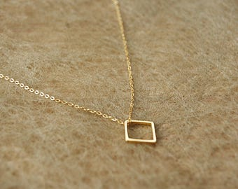 Necklace gold color with square (8mm)