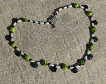 Green Czech Glass and Freshwater Pearl Beaded Necklace