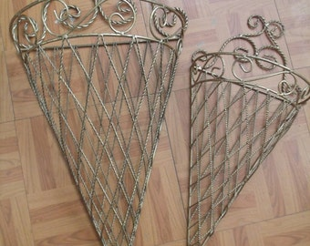 Set of two metal wallhangng Baskets, (# 915/54)