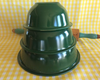 Superb vintage Pyrex Corning forest green nesting mixing bowls no 322 323 325