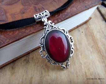 Necklace / pendant silver and Burgundy glass cabochon. Medieval, romantic, Gothic, steampunk.