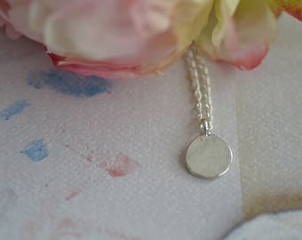 Dainty Necklace/ Layering Necklace/ Silver Disk Necklace/ Hammered Disk Necklace / Silver Necklace/ Minimalist Necklace/ Simple Necklace