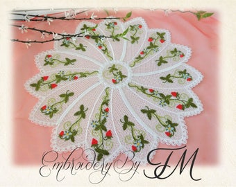 Lacy doily with strawberries - FSL / 5x7 hoop