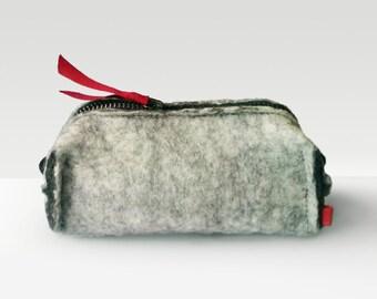 Grey Wool Felt bag Rustic Felt Cosmetic Bag felt makeup bag Minimalist pouch Felt bag dopp kit gray brown bag toiletry bag grey bags minimal