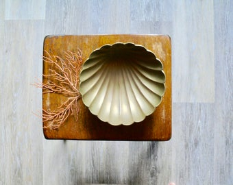 Footed Brass Seashell Dish, Trinket Jewelry Dish, Candy Dish, Hollywood Regency, Nautical Beach Decor